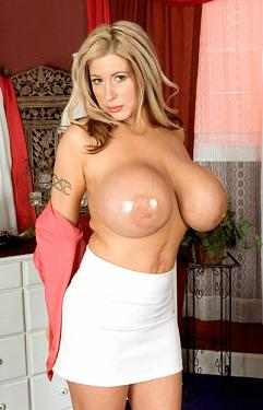 Summer Sinn -  Big Tits model