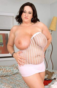 Kitty Lee -  Big Tits model