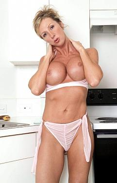 Delilah -  MILF model