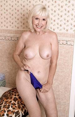 Lola Lee - MILF model