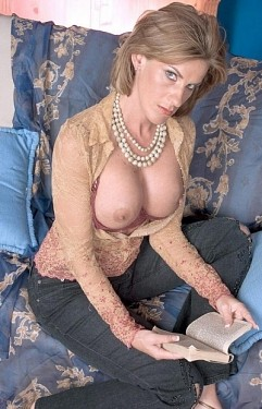 Sharona Gold - MILF model
