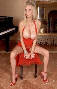 Ophelia Vixxxen - MILF model
