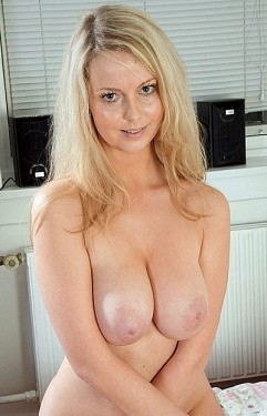 Isabella -  Big Tits model