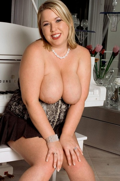 Ivy Dreams - BBW model