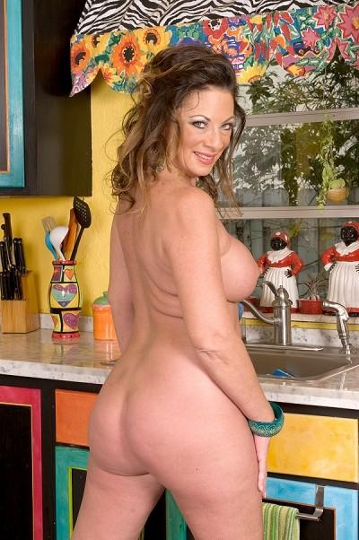 Margo Sullivan - MILF model