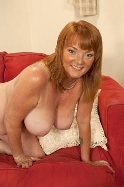 Lynn Belmont - MILF model