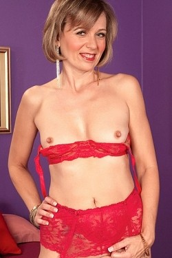 Ruthie Hays - MILF model