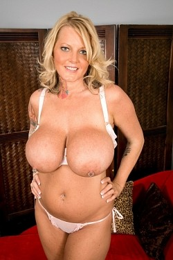Sabrina Linn - Big Tits model