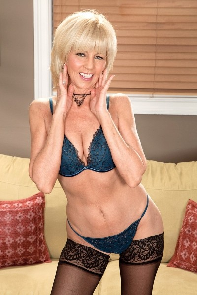 Eve Bannon -  MILF model