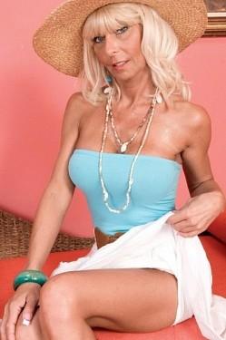 Stormy Lynne - MILF model