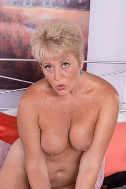Tracy Licks -  MILF model