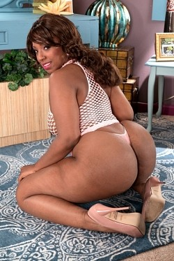 Layla Monroe - Big Butt model