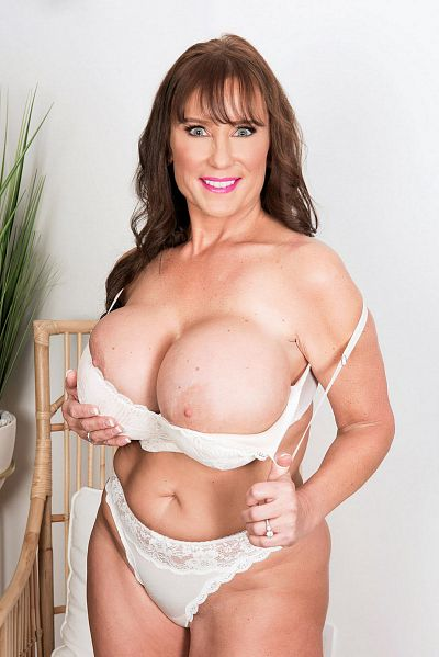 Shelby Gibson -  Big Tits model
