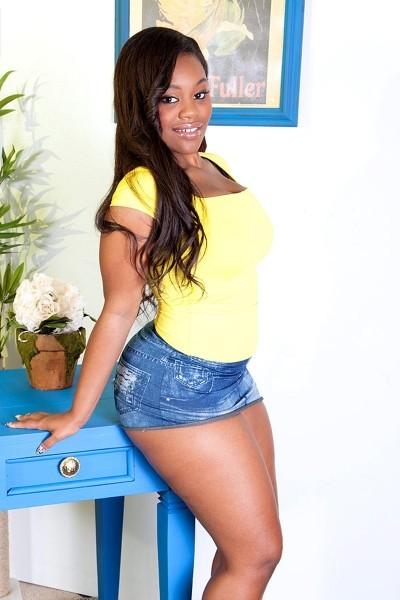 Nina Ro'ti - Big Butt model