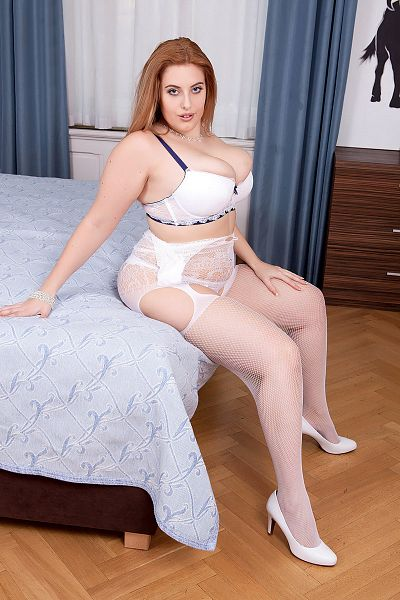 Ellie Roe -  BBW model