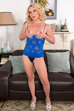 Nancy Jay -  MILF model