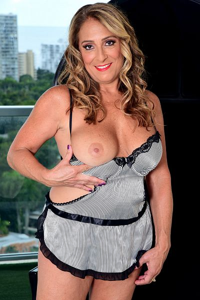 Torri Lee - MILF model
