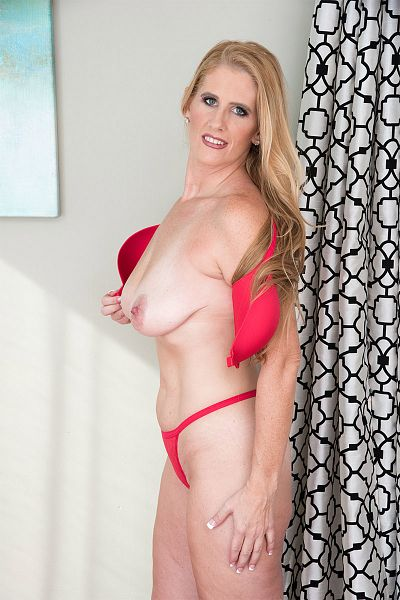 Sasha Bell -  MILF model