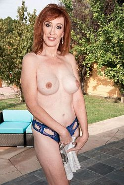 Diamond Red -  MILF model