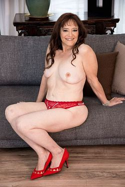Whinny Spice - MILF model