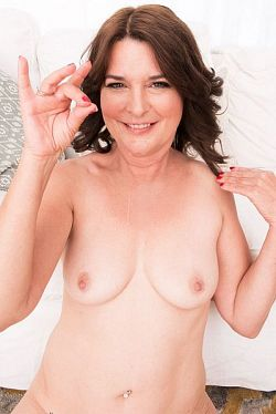 Kelly Scott -  MILF model