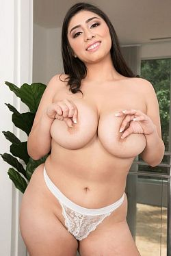 Luna Bunny -  Big Tits model