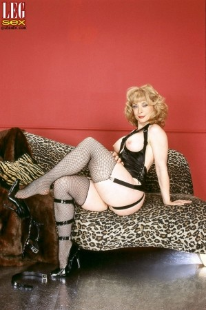 Nina Hartley - Solo MILF photos