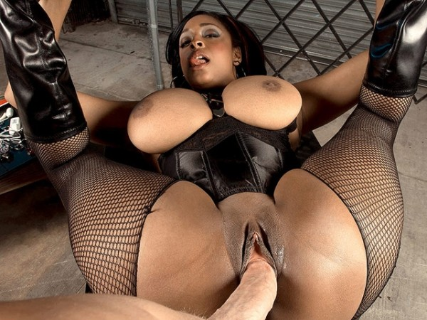 Carmen Loves Cum