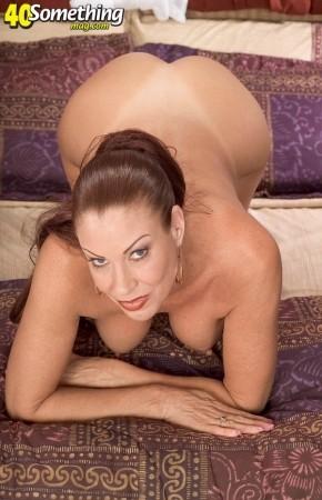 Mature busty curvy mom porn pics