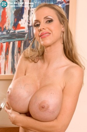 Annina - Solo Big Tits photos