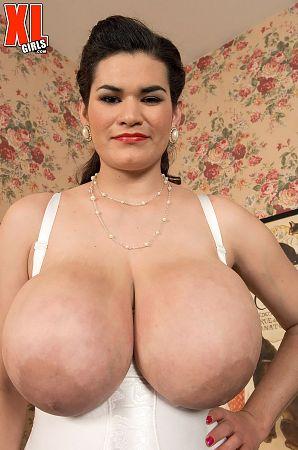 Haydee big tits big ass