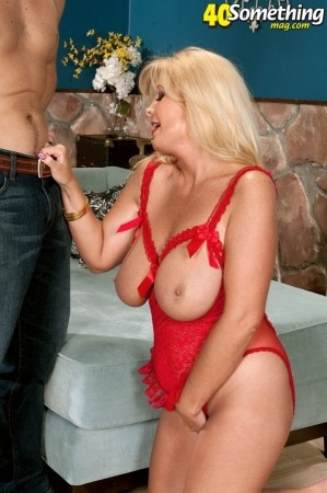 Arowyn White - XXX MILF photos