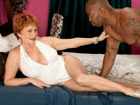 Valerie - XXX Granny video