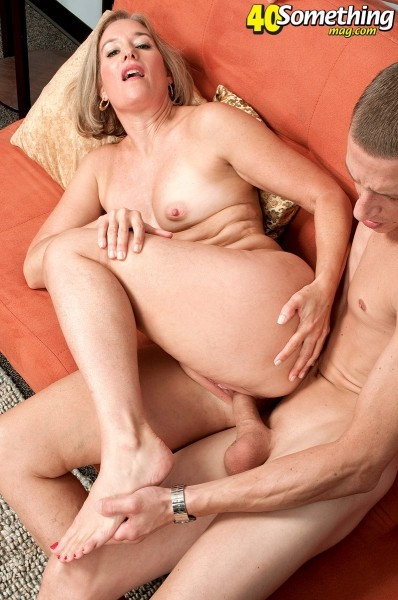 Suz - XXX MILF photos