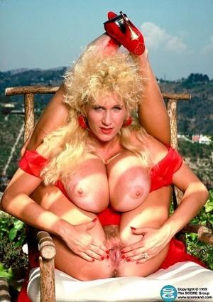 Heidi Hooters - Classic photos