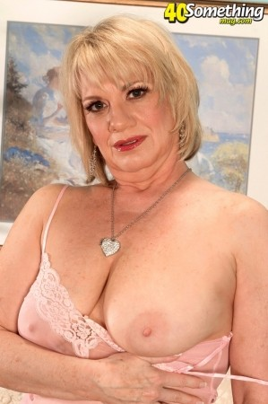 Sindy - Solo MILF photos