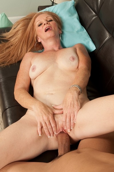 Misty Gold - XXX MILF photos