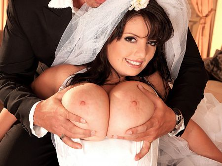 Arianna Sinn - XXX Big Tits video
