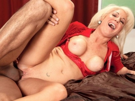 Sindi Star - XXX MILF video