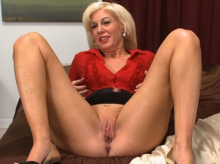 Sindi Star - Interview MILF video