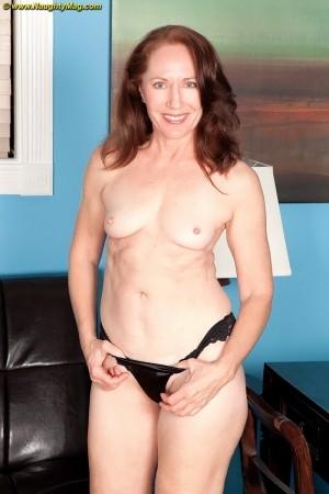 Beautiful emo girl naked