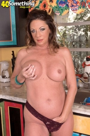 Margo Sullivan - Solo MILF photos