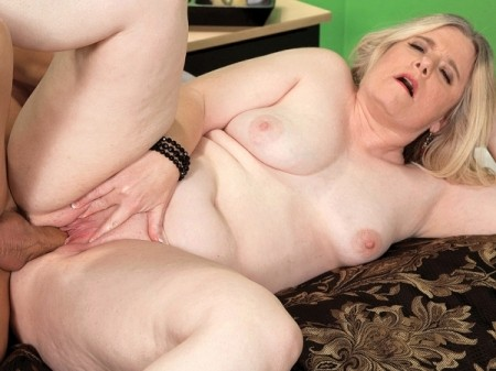 Jemini Jordan - XXX MILF video
