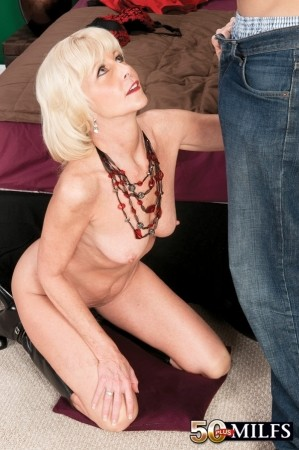Eve Bannon - XXX MILF photos