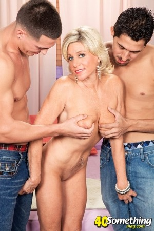 Payton Hall - XXX MILF photos