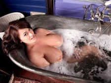 Tits 'N' Tub
