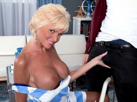 Niki - XXX MILF video