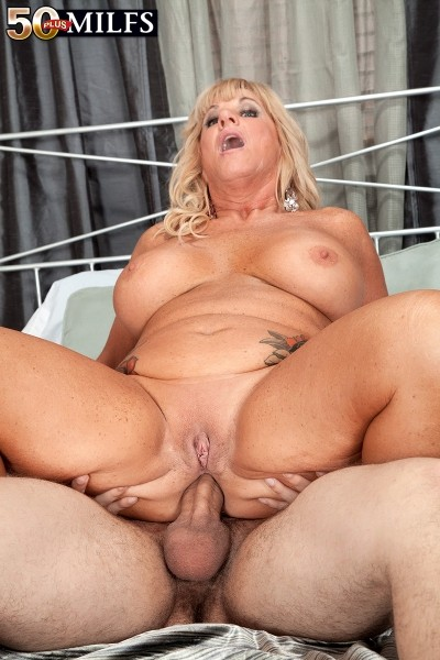 Milf loves to get her ass fucked