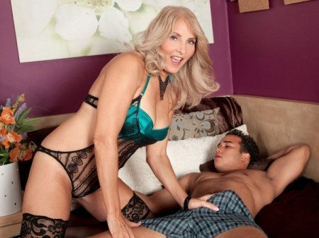 Chery Leigh - XXX Granny video