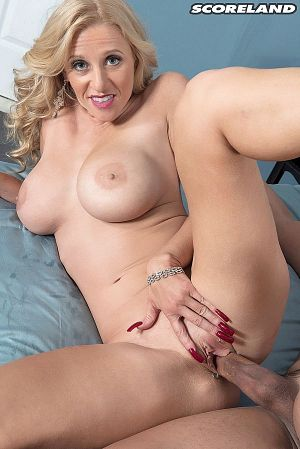 Holly Claus - XXX MILF photos